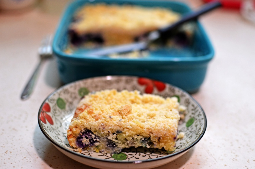 Blueberry muffin crumble cake