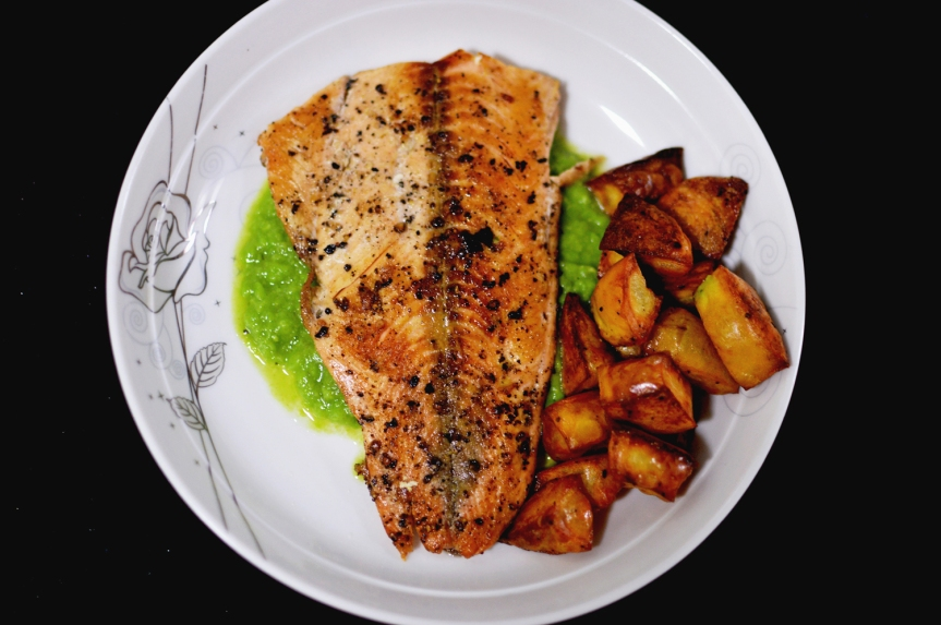 Salmon, baked potatoes & pea puree